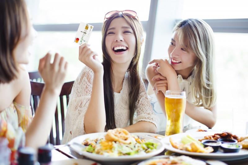迎餐飲春燕回巢 銀行祭300家餐廳刷卡優惠