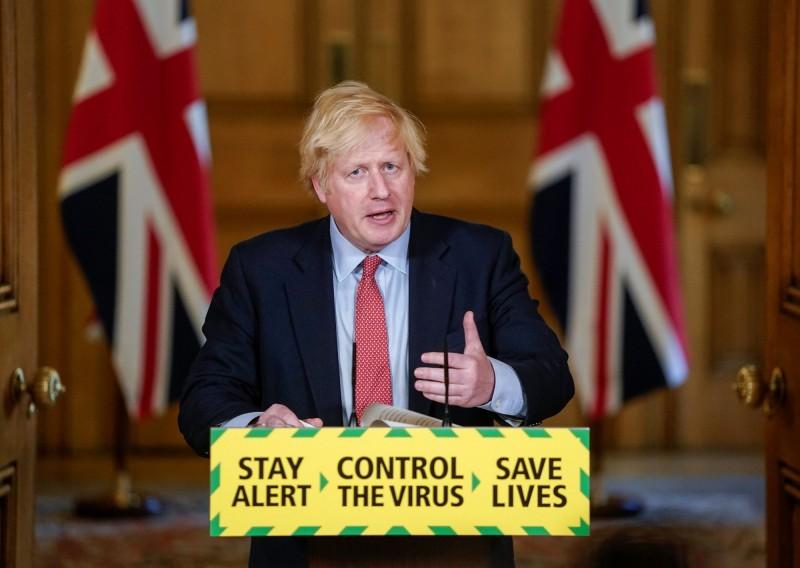 強森宣佈:英國下月重開所有非必需商店