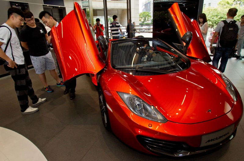 賽車、生產全停擺  英國超跑麥拉倫集團大裁員25%