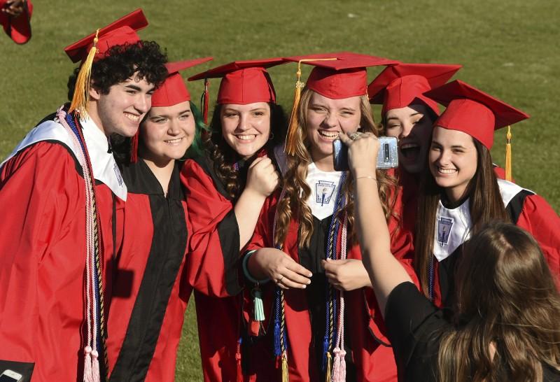 大學生就業被疫情搞砸 明年畢業生也不好過