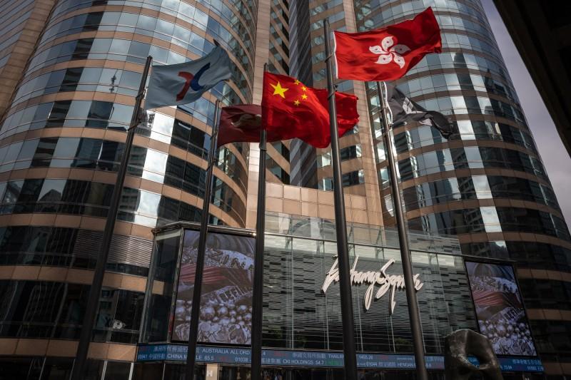 香港再陷美中角力風暴!彭博:中資加速買進維穩港股