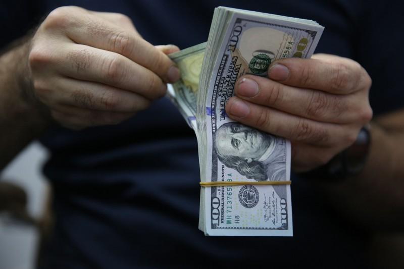美國人拿到3萬紓困金要幹嘛?研究指多拿去繳帳單...