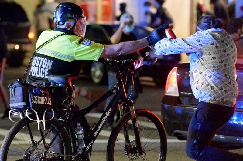美國暴亂延燒 辣椒水、電擊槍登上亞馬遜暢銷排行