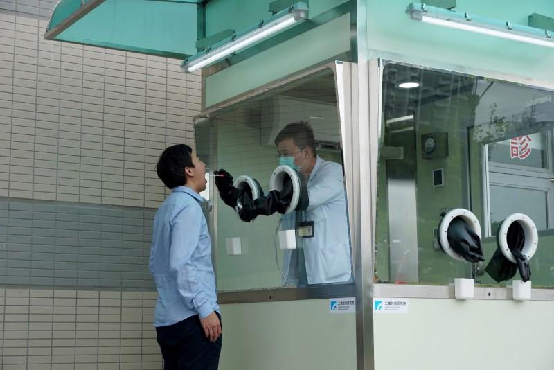 採檢人員金鐘罩!工研院推5大特色正壓式檢疫亭