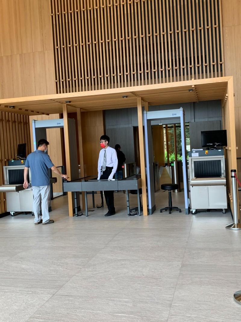 華邦研發大樓 安檢比照機場等級
