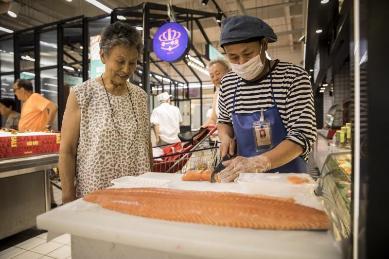 中國禁鮭魚進口 挪威上週出口至中國的鮭魚下降34%