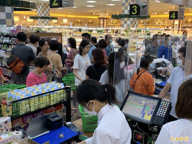 報復性消費?中市「裕毛屋」重新開幕業績漲3成 1顧客大買2萬