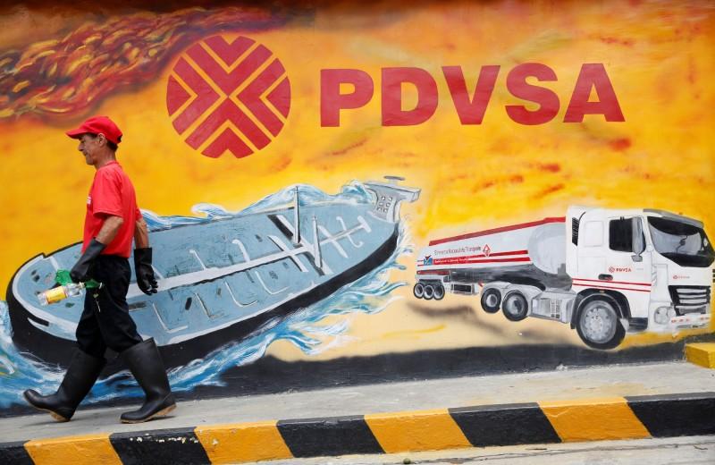 受美制裁影響  載逾千萬桶委內瑞拉石油油輪受困海上