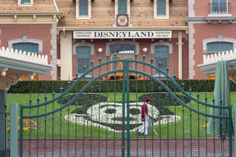 疫情再度大爆發 加州迪士尼宣佈延後開園
