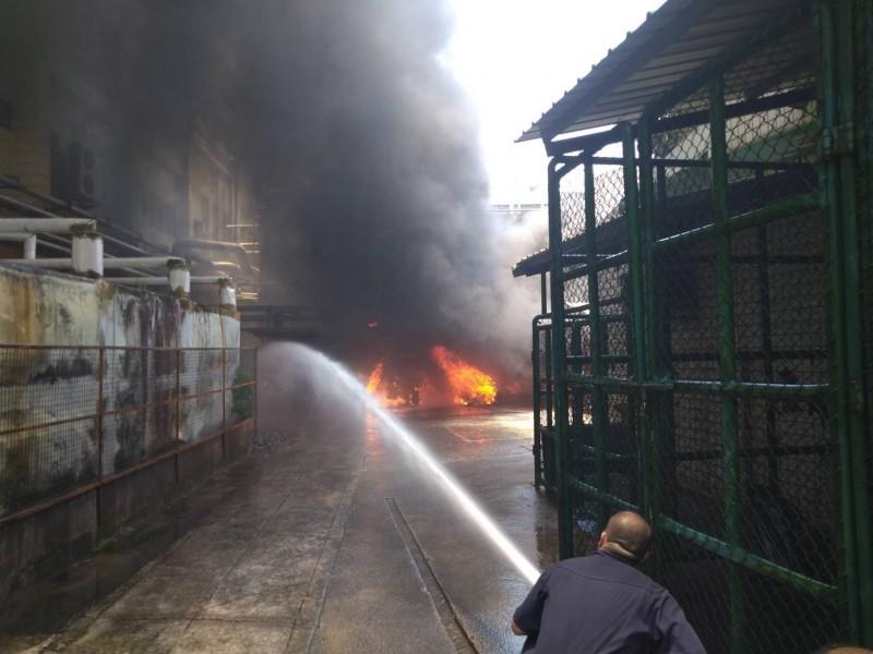 竹科全友電腦發生火災 21台機車全毀