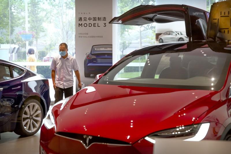 引虎入室?特斯拉半年豪取2成5中國市佔 電動車新創難生存