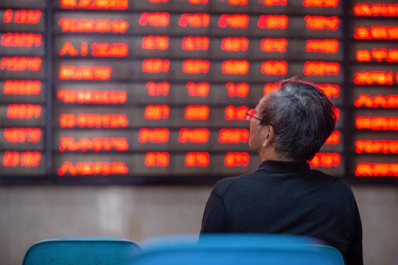 中國GDP慘跌、股市7天漲15% 查資金:大股東跑、融資搶進