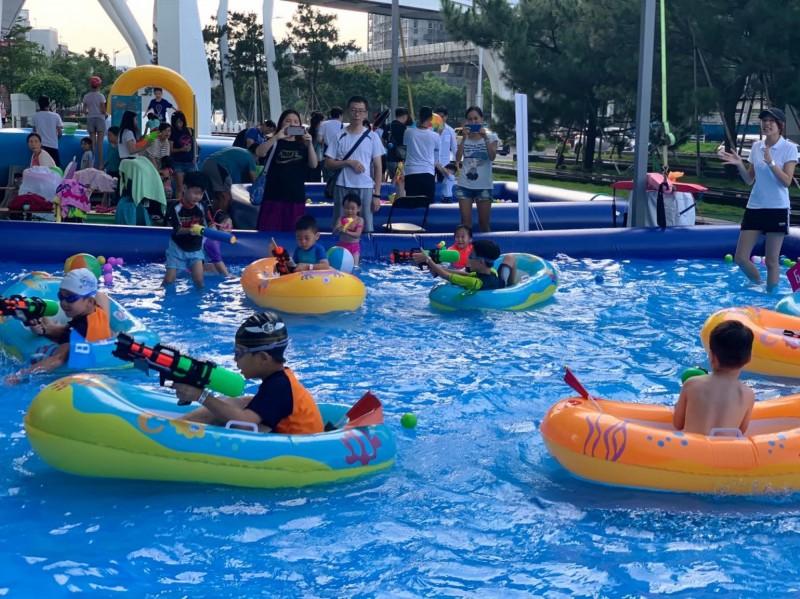 Fun暑假!快來南港中信金融園區免費玩水打水仗