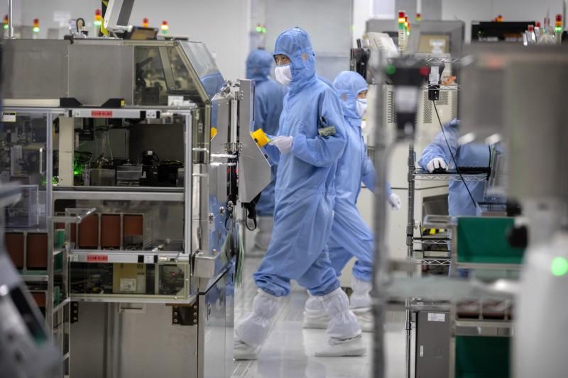 港版國安法恐致半導體斷源 中國心急狂買晶片