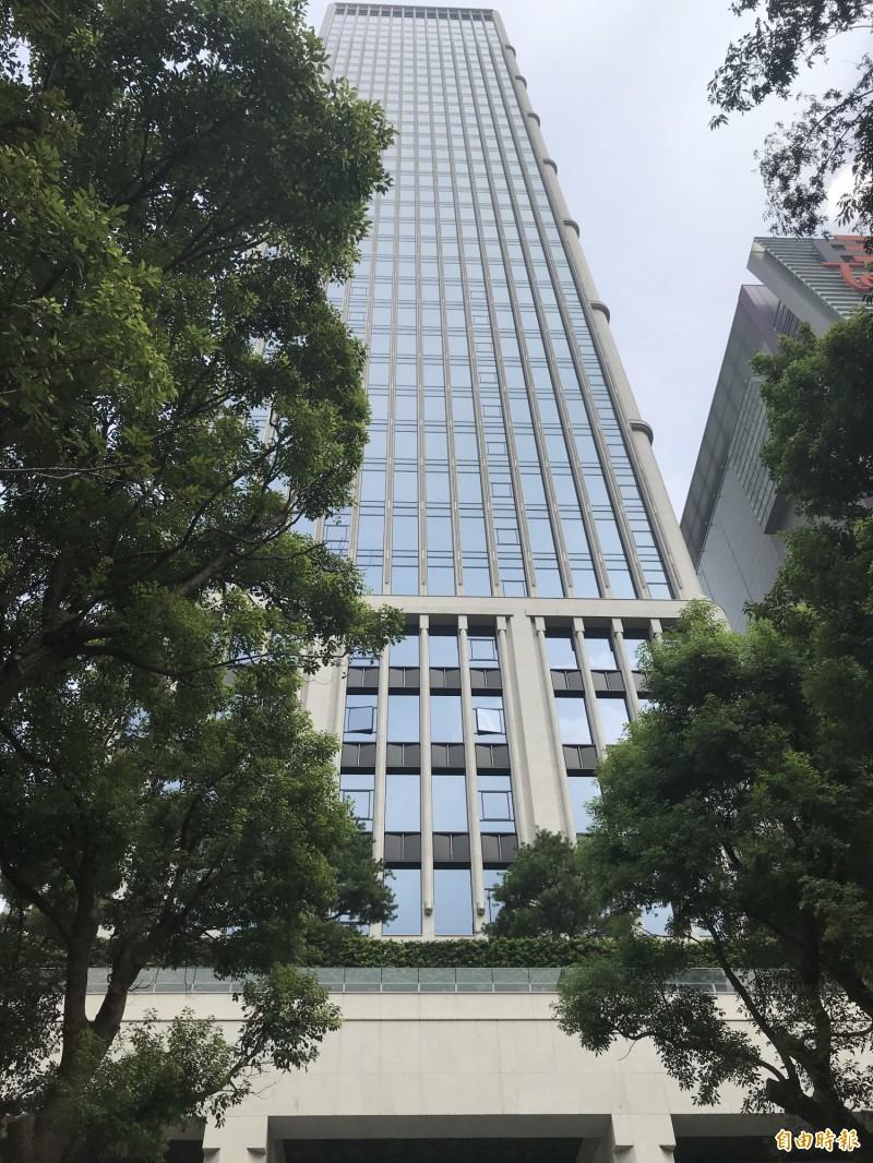搬錢買豪宅不手軟  億豐兩年搬近12億掃「聯聚中雍大廈」4樓層