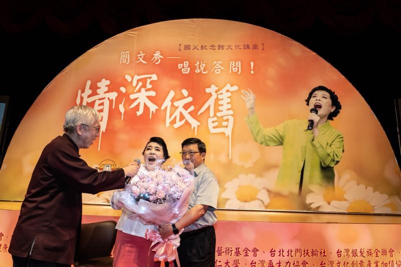 父親節「情深依舊」 簡文秀與觀眾歡唱滿人間