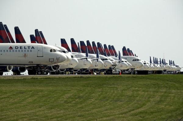 達美航空要求3000機艙人員 同意放無薪假4至12個月