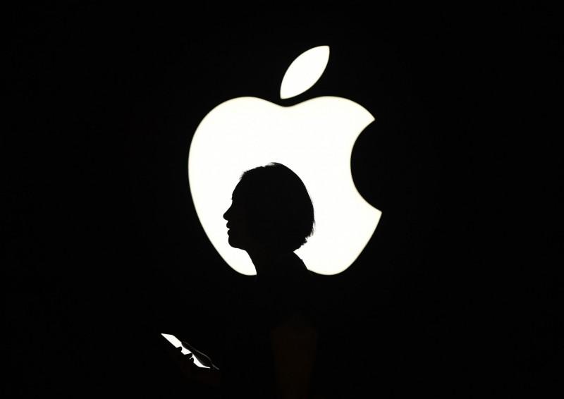 中國7月智慧型手機出貨大降35%!蘋果股價挫近3%