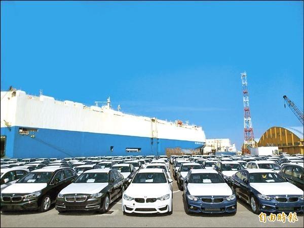 單船2646輛高級進口車運抵台中港 總值87億破開港紀錄