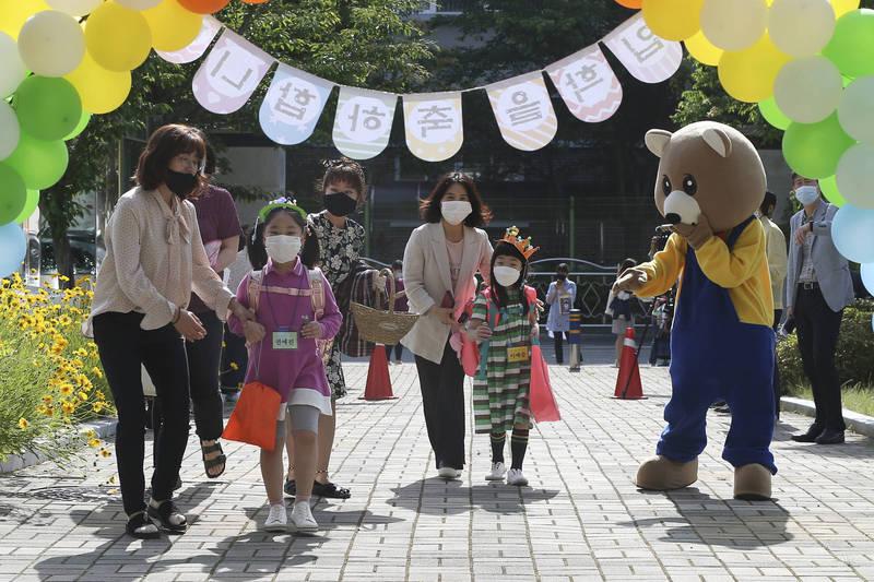 南韓將發現金補助給孩童 每人15至20萬韓圓