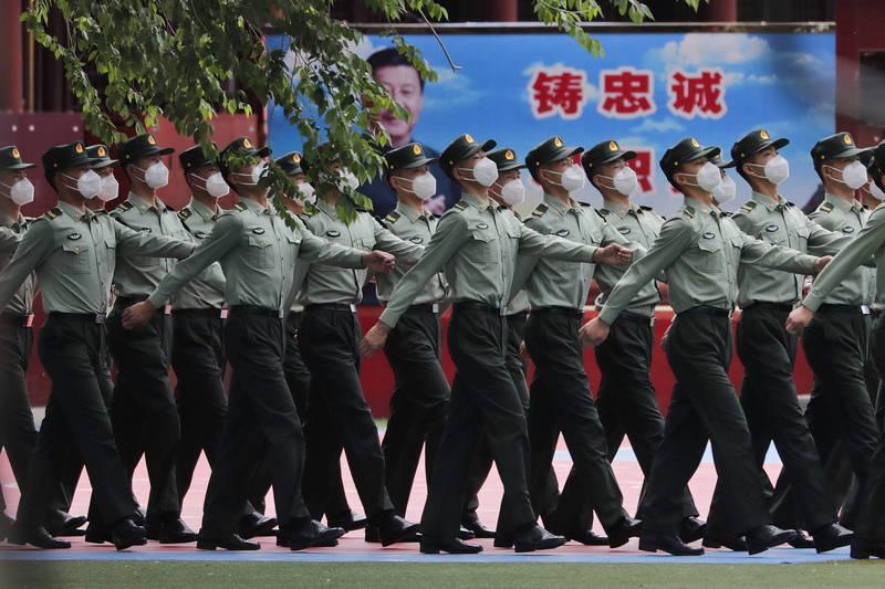 日經調查:美新列黑名單中企 逾7成和解放軍有關