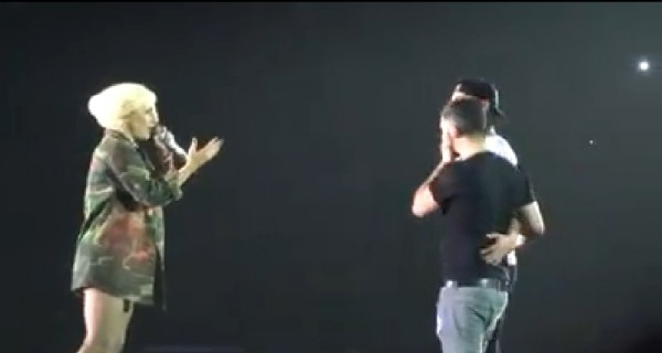 女神卡卡加持 男同志演唱會上大方求婚
