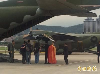 軍機護送 列隊致敬》最後一次飛翔    導演齊柏林回家了!
