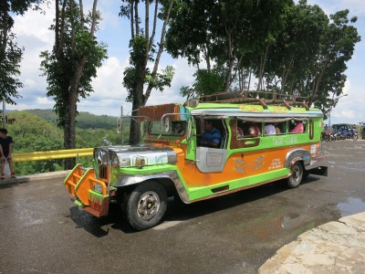 幫忙抱小孩、推車  在菲律賓搭吉普尼的有趣經驗