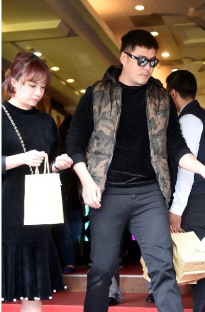 劉至翰爆偷吃嫩妹   3天火速簽字離婚