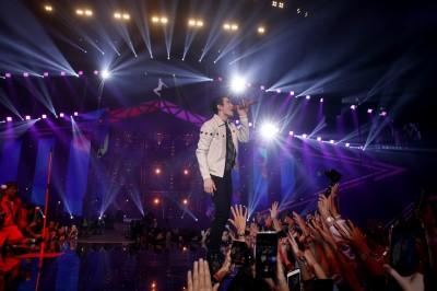 蕭敬騰延遲157分開演 脫稿加碼補償歌迷