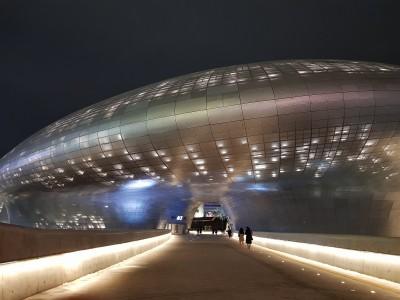 什麼?太空船現身首爾東大門設計廣場?
