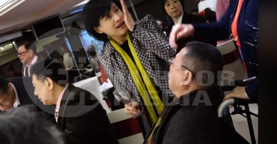 (影音)錯愕!不爽「去蔣化」 文化部長鄭麗君敬酒竟被呼巴掌