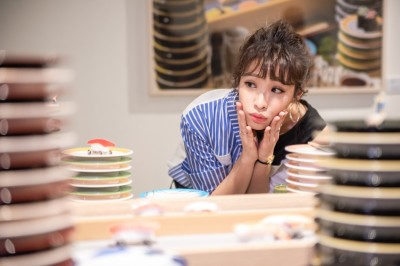 袁詠琳參觀微型展    竟萌問:珍奶會長螞蟻嗎