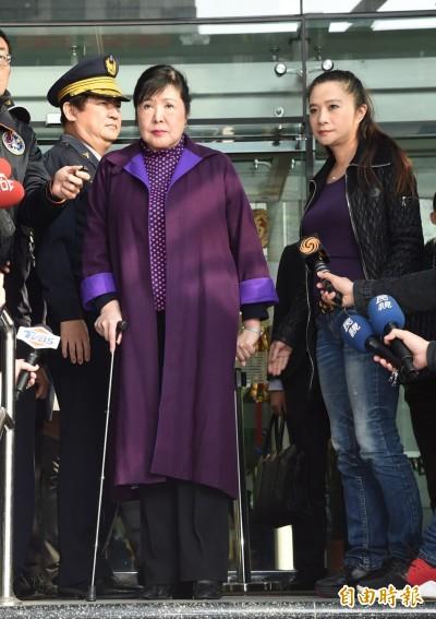 (影音)鄭惠中至文化部致歉 婦人嗆「真的很丟臉!」