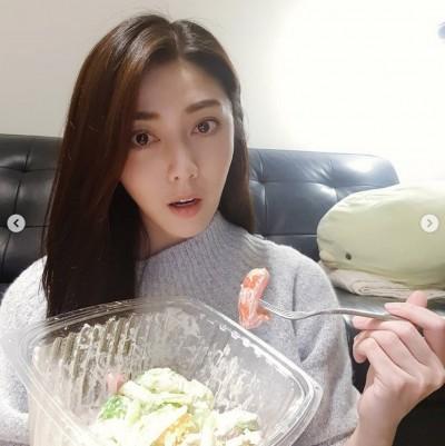 韓瑜離婚4年爆新歡?甜曬情人節大餐跟「他」過