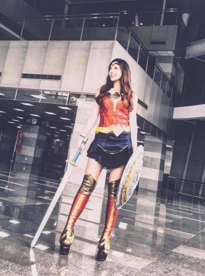 美女記者側臉幹掉韓冰變亮點 身分曝光原來是她