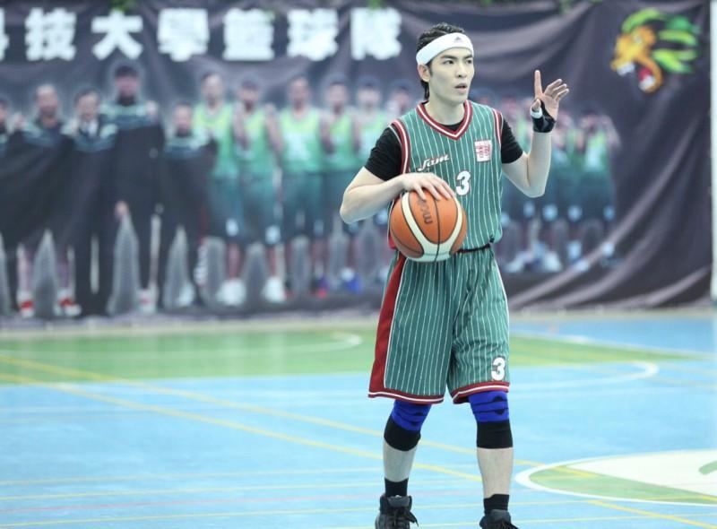超帥!老蕭回母校尬籃球獨得23分 包辦決勝球