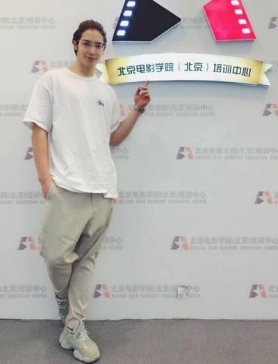 黃雅珉借精生子 18歲混血帥兒正式出道