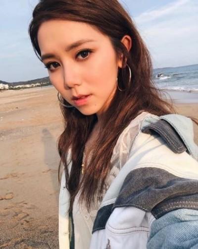 鄧紫棋戲水「大解放」 超低胸U型泳裝照辣翻