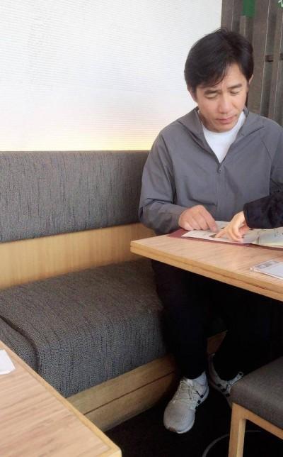 野生梁朝偉被捕獲  網友懊悔漏了身旁男神是「他」