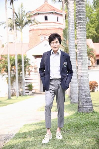 洪榮宏穿制服回母校 被老師誤認學生嗨翻