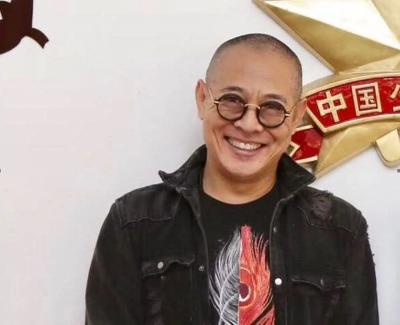 56歲李連杰撇駝背蒼老   最新近況曝光「顏值回春」