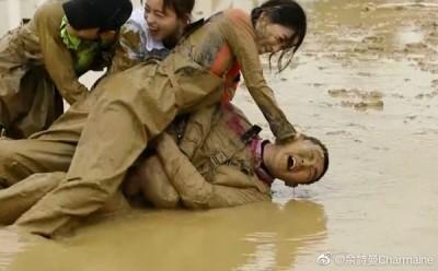 《延禧》嫻妃兇狠模樣曝光!將男星「按頭浸泥水」