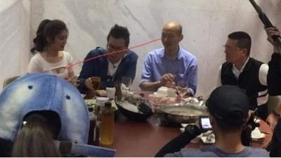 韓國瑜吃火鍋偷瞄女星乳溝?男星神回竟被讚爆了