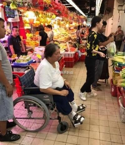 洪金寶坐輪椅近況曝光!兒媳哭:他連孫子都抱不動