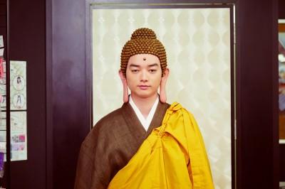(影音)扮佛祖太像!染谷將太竟遭路人膜拜
