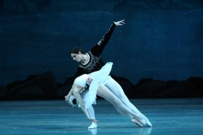 (影音)馬林斯基劇院芭蕾首席 亞斯克羅夫擁有逆天長腿