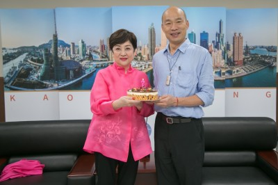 郭台銘落寞赴美 韓國瑜現身為她慶生「總統府辦十桌」