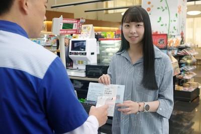 店員更忙了!超商可收逾期電費 全台1350家門市上路