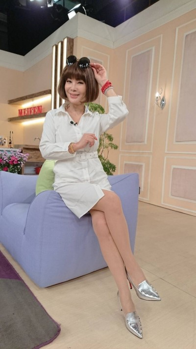 63歲陳美鳳抬腿渾圓美尻現形 長腿比例嚇人「快比101高」